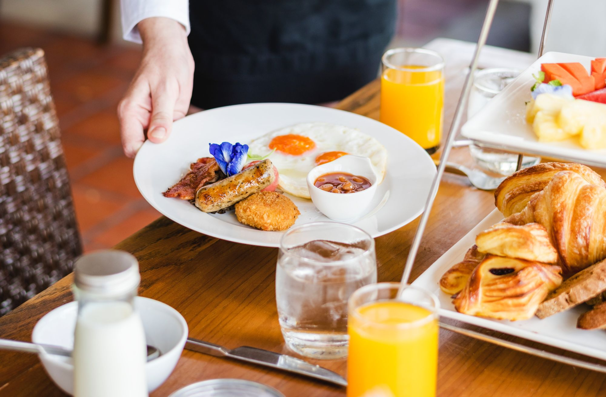 pohodová snídaně, společné stolování